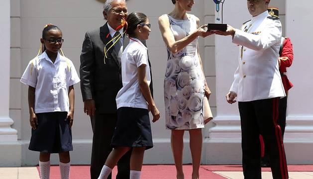 La Reina Letizia, recibida por el presidente de El Salvador