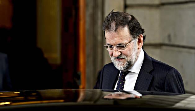Rajoy se reúne con los barones en un intento de acallar el ruido interno