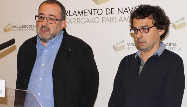 José Miguel Nuin y Txema Mauleón se dirigen a los medios este viernes.
