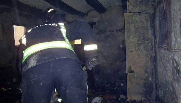 Un incendio causa daños de consideración en una vivienda en Fitero