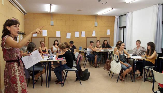 Alumnos de inglés en un curso de verano de la EOIP, en 2011.