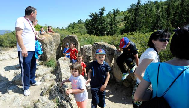 Excursión a los dólmenes de Artajona.