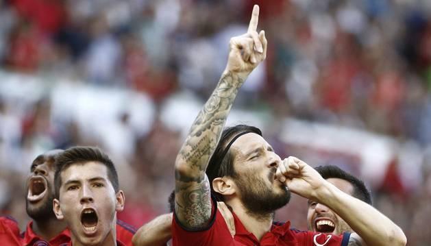 Vujadinovic celebra su gol contra el Recreativo.