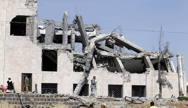 Aviones de la coalición internacional bombardean la capital de Yemen