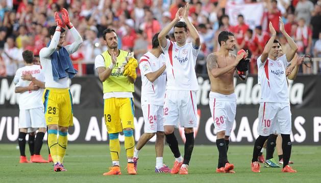 Jugadores del Sevilla, en el Pizjuán.