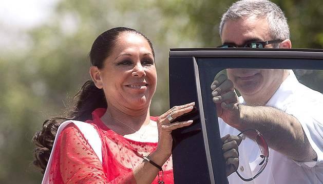 La tonadillera Isabel Pantoja abandonó por primera vez la prisión de Alcalá de Guadaira (Sevilla) este lunes 1 de junio, para poder disfrutar de un permiso de cuatro días.