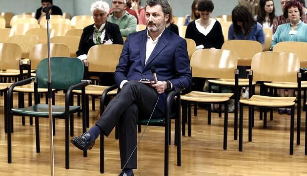 El exdiputado del PP, Santiago Cervera, compareció ante el juez este lunes 1 de junio en el inicio de la causa por presunto chantaje al exdirector de Caja Navarra, José Antonio Asiáin.