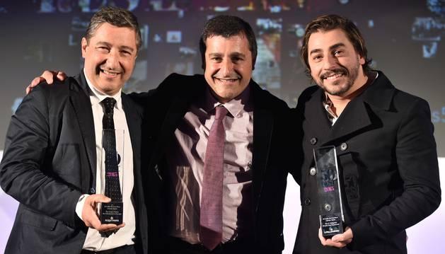 Joan, Josep y Jordi Roca, con los galardones.