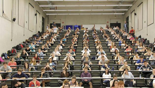 Un total de 2.880 estudiantes navarros han iniciado este miércoles las Pruebas de Acceso a la Universidad, que se desarrollarán en los Campus de Pamplona y Tudela de la Universidad Pública de Navarra hasta el viernes. Esta cifra supone un incremento de 13 jóvenes con respecto del número de matriculados del pasado año, que se cifró en 2.867.