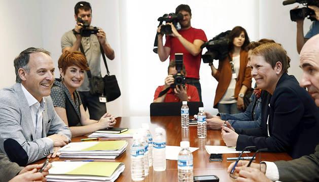 Un momento de la reunión entre Geroa bai y EH Bildu.
