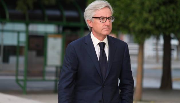 Enrique Goñi, exdirector general de Caja Navarra, llega a la tercera sesión del juicio contra Cervera.