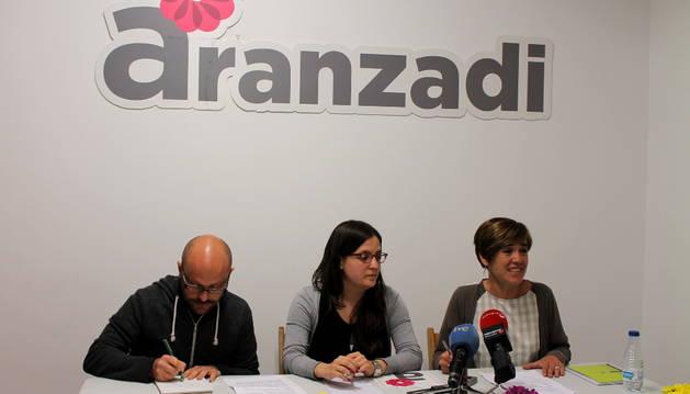 Armando Cuenca, Libertad Francés y Ana Lizoáin, de Aranzadi.