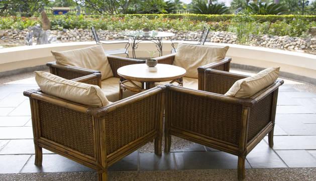 Hacer nuestra terraza más acogedora no tiene por qué ser difícil ni caro.