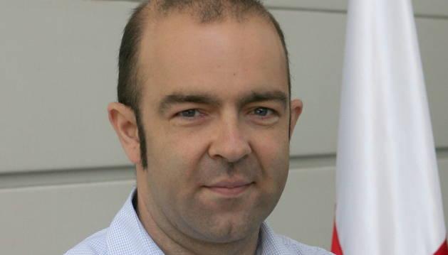 Mencos deja la presidencia de Cruz Roja Navarra para cooperar