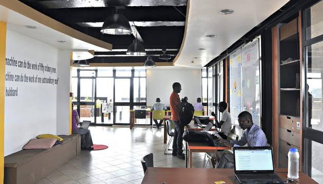 KLab, uno de los laboratorios de empresas tecnológicas más importantes de Kigali.