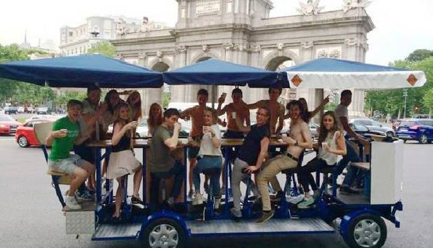 Una de las bicicletas con barra de bar, en Madrid.