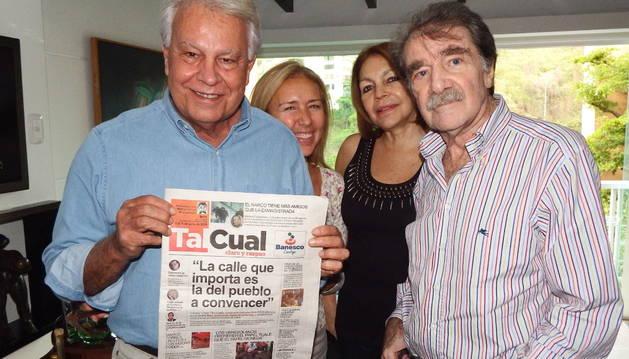 Felipe Gonzalez junto a Teodoro Petkoff, en Caracas.