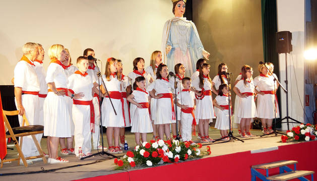La Escuela de Jotas de Fustiñana, durante una actuación.