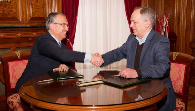 Firma del convenio entre el Ayuntamiento y el Banco de Alimentos.