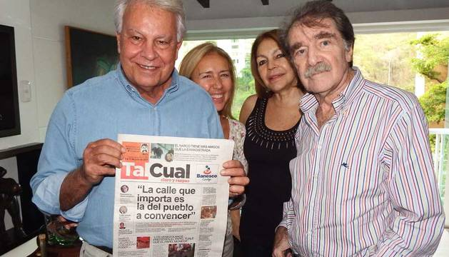 Felipe Gonzalez, con el periodista Teodoro Petkoff.