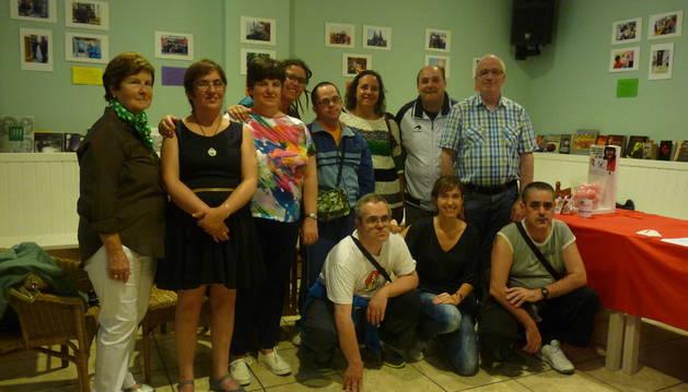 Familiares, usuarios y trabajadores de Anfas, en la inauguración.