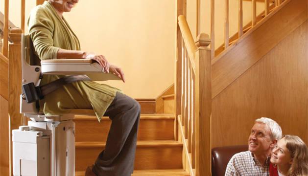 La silla salvaescaleras es una de las soluciones que propone IMCALIFT.