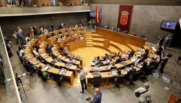 Los partidos políticos navarros acudieron a la formación del Parlamento de Navarra tras las elecciones autonómicas celebradas el 24 de mayo.