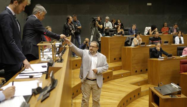 José Miguel Nuin, durante la votación.