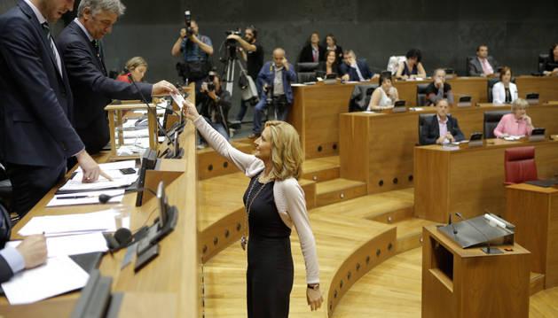 Ana Beltrán durante la votación.