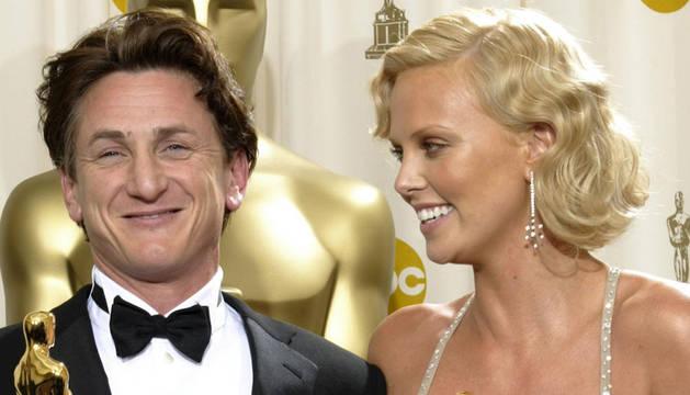 Charlize Theron y Sean Penn.