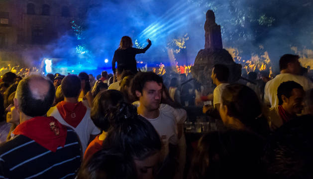 Una imagen de ambiente de años pasados de fiestas en la plaza de San Martín.
