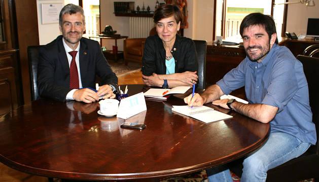 El alcalde de Tudela recibe al rector de la UPNA en el Ayuntamiento