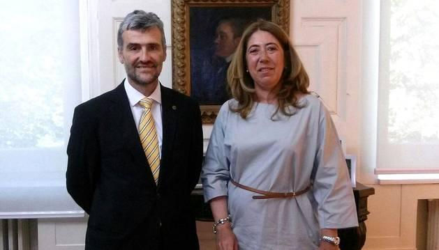 La delegada del Gobierno se reúne con el nuevo rector de la UPNA