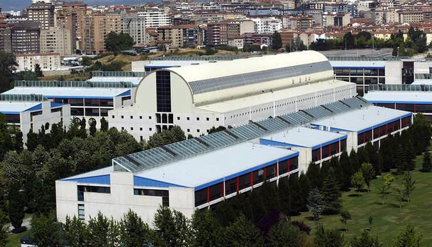 Vista general de la biblioteca, el aulario y edificios departamentales de la UPNA.
