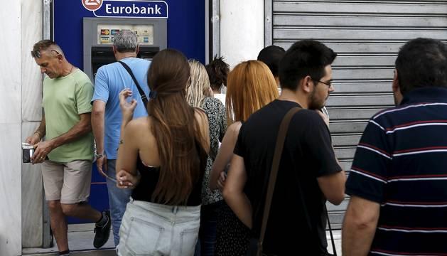 Grecia decidirá esta tarde sobre el posible cierre de los bancos mañana