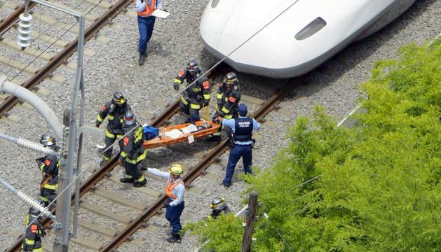 Dos muertos tras prenderse fuego un pasajero en un tren bala nipón