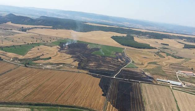 Extinguido un incendio de rastrojo y paja en Carcastillo