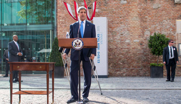 Kerry comparece en rueda de prensa.