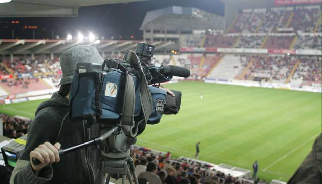 Un cámara, en San Mamés.