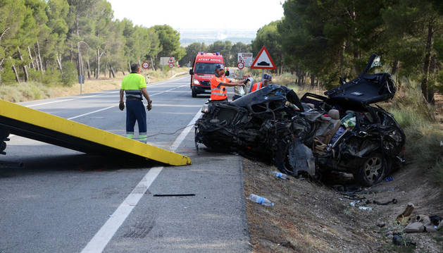 Retirada del vehículo tras el accidente.