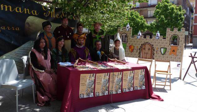 Miembros de la Asociación de Comerciantes y del Ayuntamiento, en la rueda de prensa.