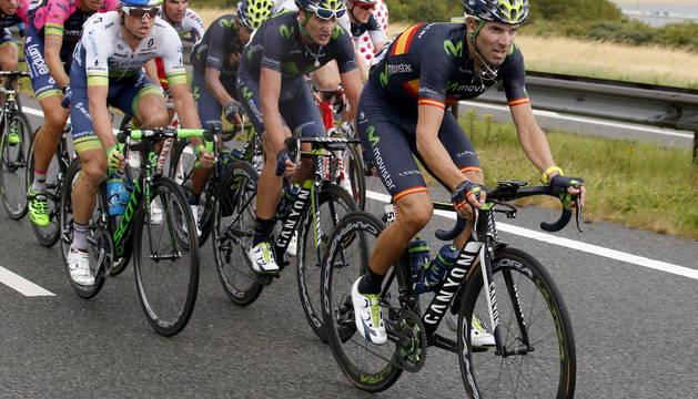 Alejandro Valverde, al frente del pelotón.