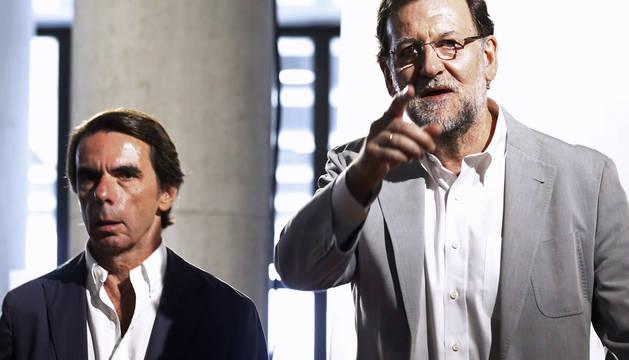 Rajoy, junto a Aznar, en la clausura del campus Faes.
