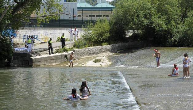 El río Arga, donde ha fallecido un joven este mediodía posiblemente ahogado.