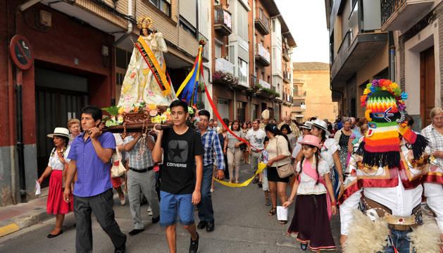 La Virgen del Cisne recorrió en procesión las calles de Azagra hasta la basílica.