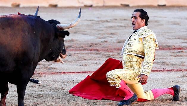 Iván Fandiño, durante su faena.