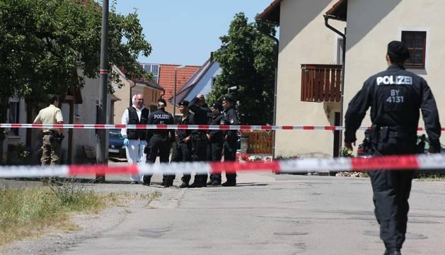Policías en el lugar del suceso, en la localidad de Tiefenthal-Leutershausen.