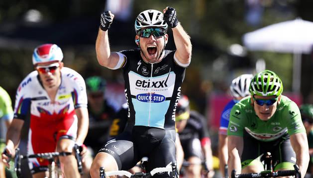 Cavendish alcanza su victoria número 26 en la meta de Fougères