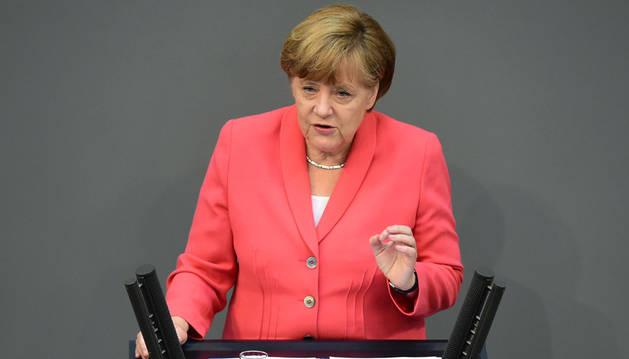 El Bundestag da su apoyo a Merkel para negociar el rescate a Grecia
