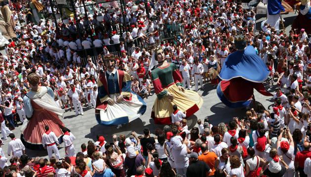 Actuación de los gigantes de Tudela en la pasada Gigantada.